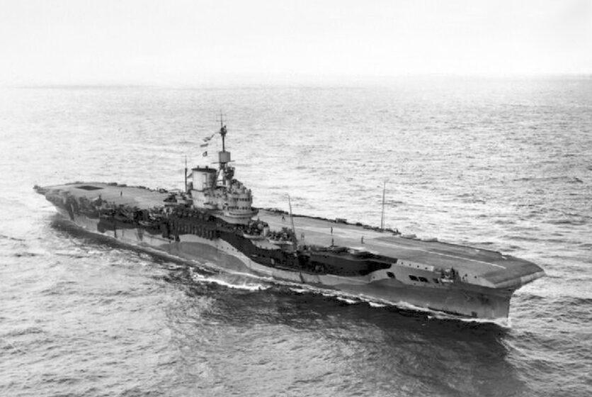 Christelis 12 HMS_Formidable_underway _in_1942